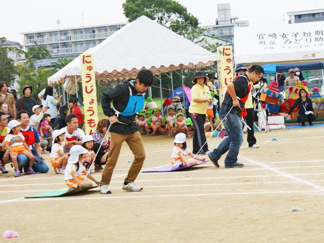 宮崎学園中学校・高等学校のグラウンドで運動会