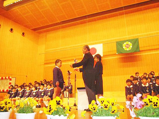 大坪記念ホールでの卒園式